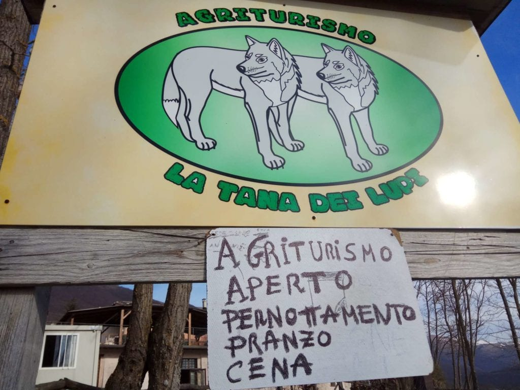 cartello agriturismo la tana dei lupi